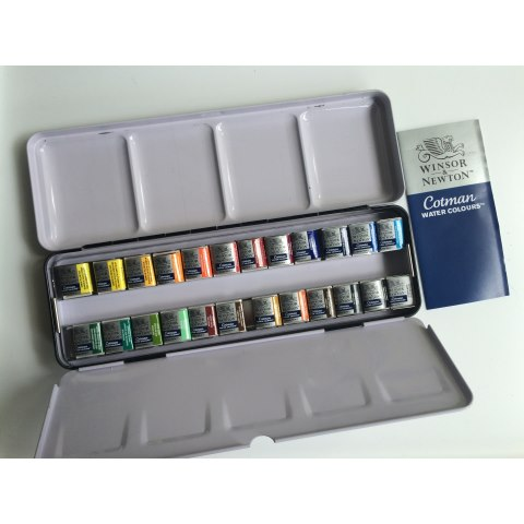 Winsor & Newton Cotman Metal Sketchers' Box (24 Half Pans)